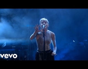 Aurora - Under the Water (Live on the Honda Stage)