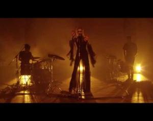Woodes - Bonfire (Official Live Video)